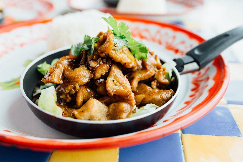 Pad Gra Tium Prik Thai  (Gai/Moo/Muek/Gung/Tofu)